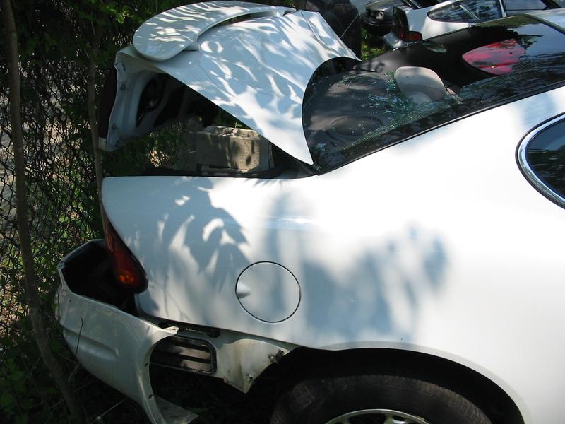 REJS: Photos: USA 2004: Oldsmobile hire car, post-impact